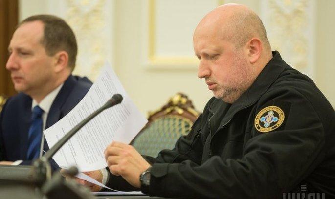 РНБО України припиняє переміщення вантажів через лінію зіткнення