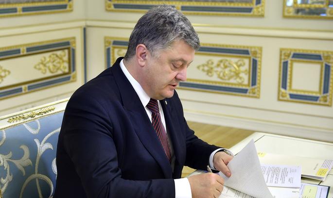 Порошенко ввів санкції проти російських банків і заборонив сполучення з ОРДЛО