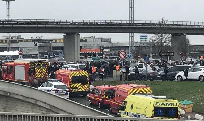 Стрілянина у паризькому аеропорту: нападника ліквідовано