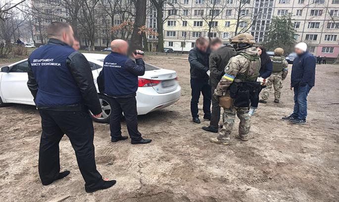 Нацполіція затримала головного ревізора-інспектора ДФС