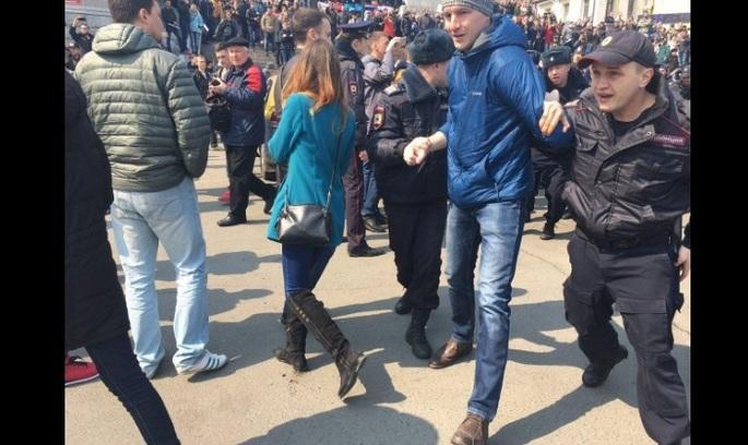 Антикорупційні мітинги опозиції в Росії: десятки затриманих (відео)