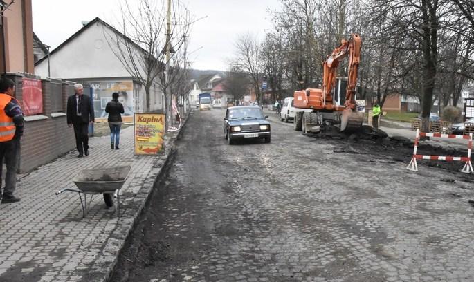 Ноу-хау на Закарпатті: замість асфальту – дорога з минулого тисячоліття