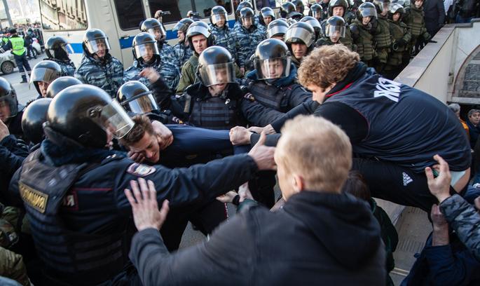 «Він вам не Дімон»: що насправді відбувається з протестами в Росії