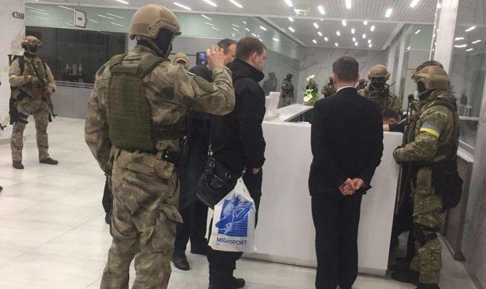 Найбільшого тютюнового дистриб'ютора обшукує тисяча правоохоронців