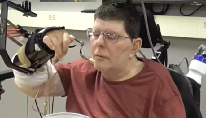 Завдяки новій технології паралізовані люди зможуть рухатися