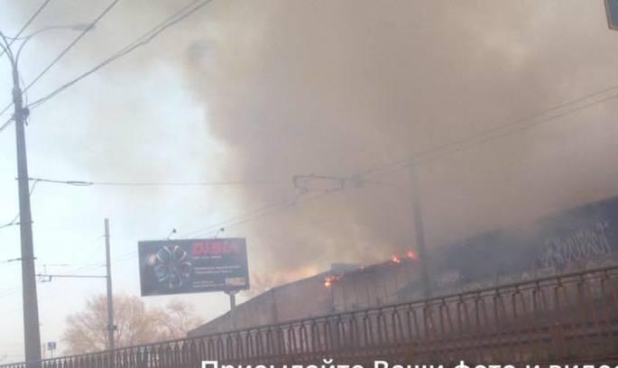 Біля метро «Петрівка» в Києві – масштабна пожежа