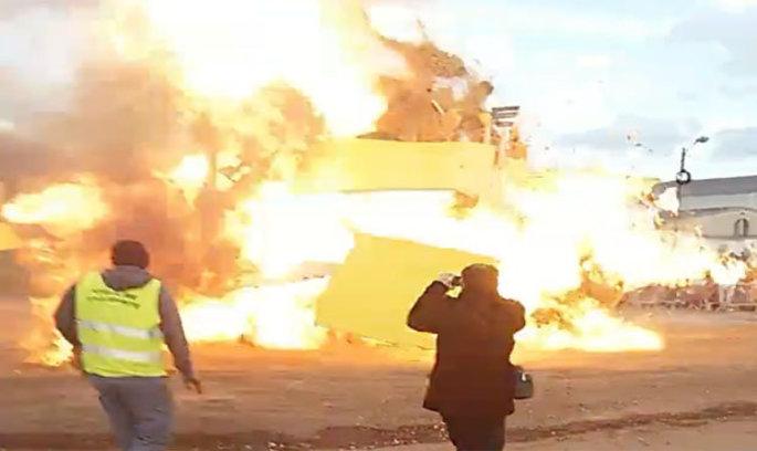 У Франції на карнавалі прогримів вибух, десятки поранених (ВІДЕО)