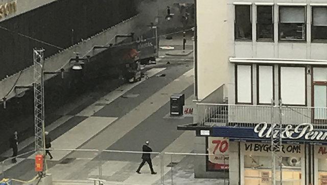 У Стокгольмі вантажівка в'їхала у натовп людей - ВІДЕО