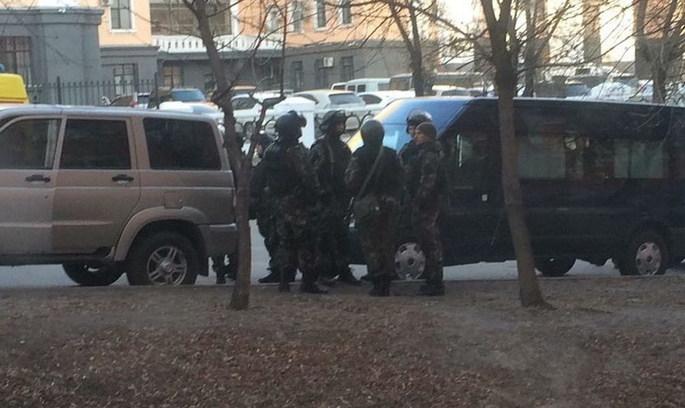 В Росії скоєно напад на офіс ФСБ, двох людей застрелено
