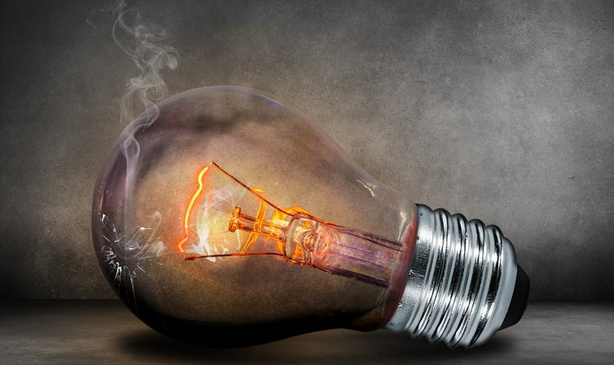 «Тьомная ночь...»: Україна таки відключила електрику на окупованій території Луганської області