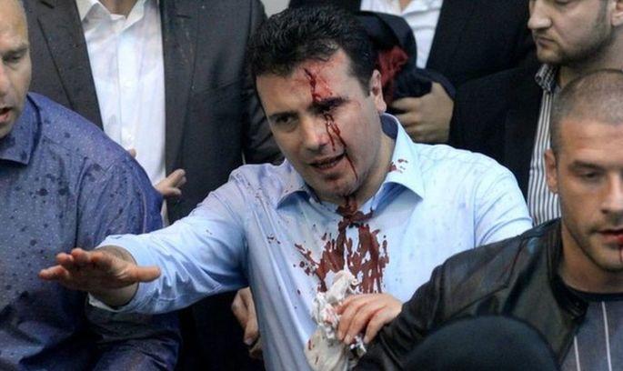 У Парламент Македонії увірвалися протестувальники й побили депутатів (ВІДЕО)
