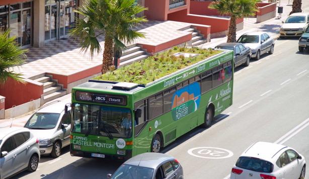 В Іспанії запустили автобус із клумбою на даху