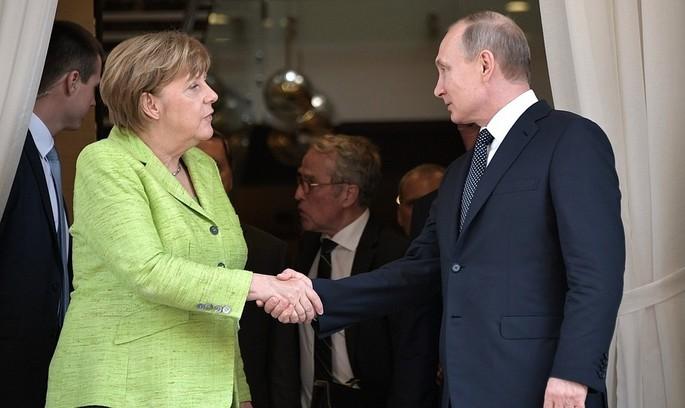 Меркель зустрінеться із Путіним, щоб обговорити питання Сирії та України