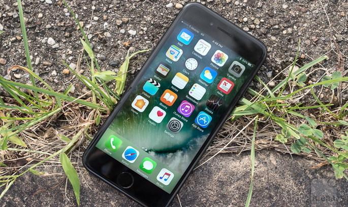 Прибутки Apple зростають, а продажі iPhone падають