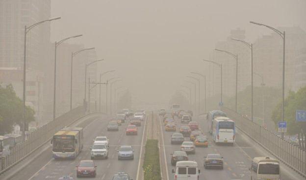 Пекін задихається від пилової бурі: повітря забруднене внаслідок опалення вугіллям