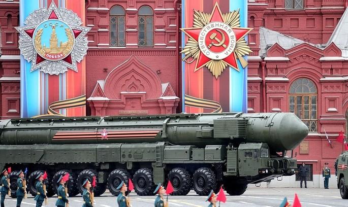 Парад на честь Перемоги чи демонстрація військової сили?