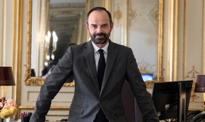 Макрон призначив прем'єр-міністром представника «вражої» партії