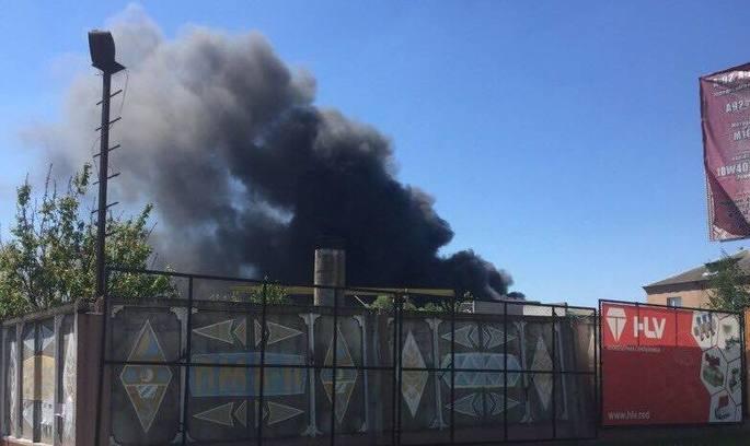 У Березані Київської області палає суконна фабрика