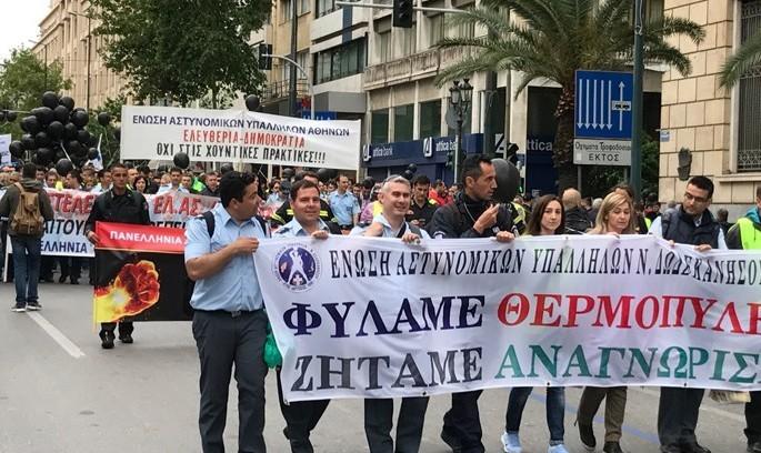 Уряд Греції «затягує паски», народ масово протестує