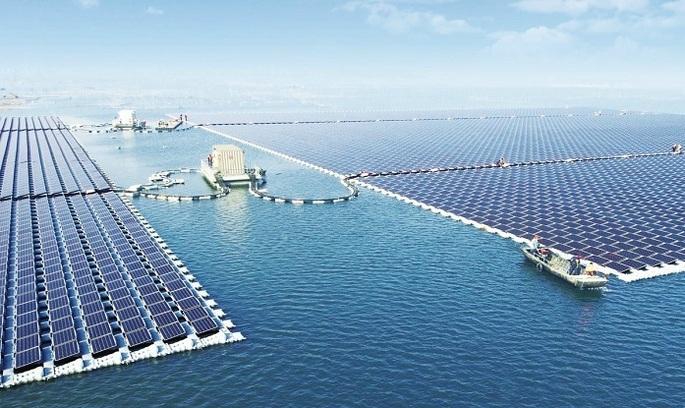 Китай побудував найбільшу в світі сонячну електростанцію на воді