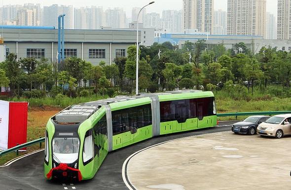 У Китаї запустили електропотяг, який їздить без рейок (ВІДЕО)