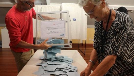 Екзит-поли на французьких виборах віддають впевнену перемогу партії Макрона