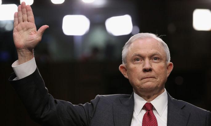 Генпрокурор США під присягою запевнив, що не вступав у змову з Росією