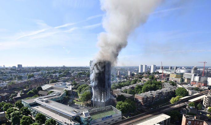 Краса, що вбиває: одна з причин пожежі в лондонській Grenfell Tower – її блискуча поверхня