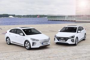 У двох іпостасях: в Україні з'явилися гібриди та електромобілі Hyundai IONIQ