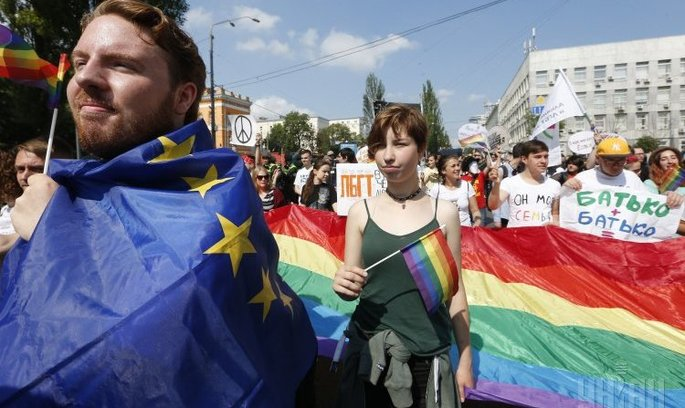 У Києві пройшов Марш рівності, маршрут змінили в останній момент, провокації не вдалися (ТРАНСЛЯЦІЯ)