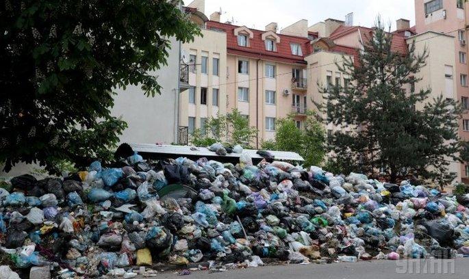 Зі Львова сьогодні розпочнуть вивозити сміття