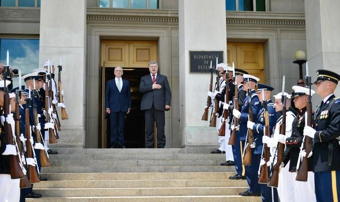 Президент Порошенко анонсував візит в Україну міністра оборони США