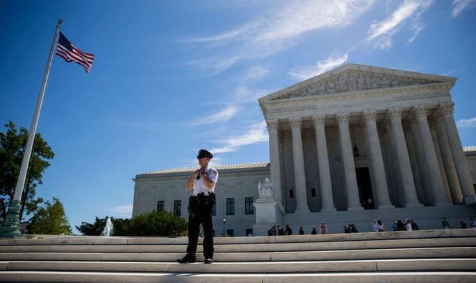 Суд частково скасував блокування антиміграційного закону Трампа