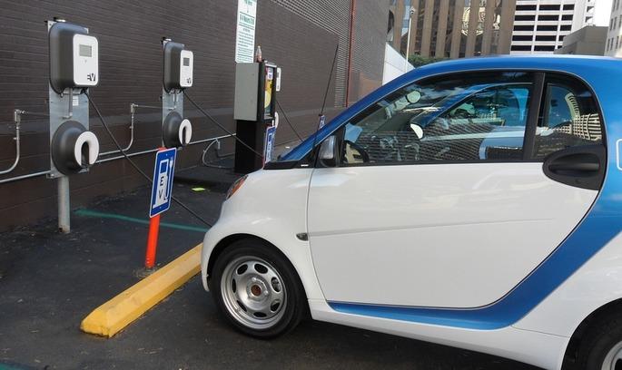 Китай VS Tesla: хто стане провідним виробником батарей для електрокарів