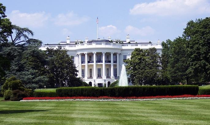 Стало відомо скільки заробляють працівники Білого дому