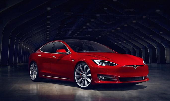 Чи безпечно кермувати Model S від Tesla