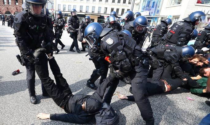 «Ласкаво просимо до пекла»: протести у Гамбурзі тривають