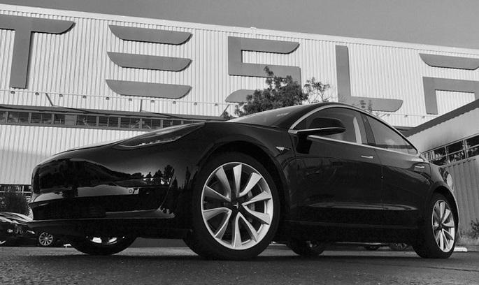 Tesla випустила перший автомобіль із серії Model 3 для масового ринку