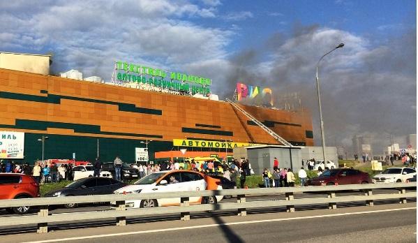 У Москві палає торговельний центр
