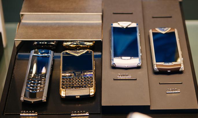 У Великобританії за борги закрили виробництво розкішних телефонів Vertu