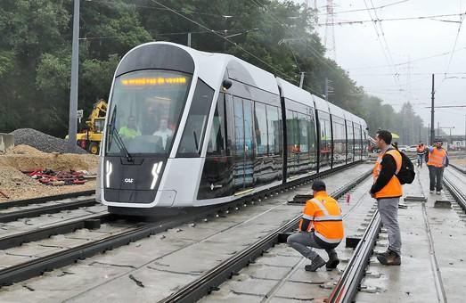 У Люксембурзі тестують трамвай, який поїде по місту без проводів