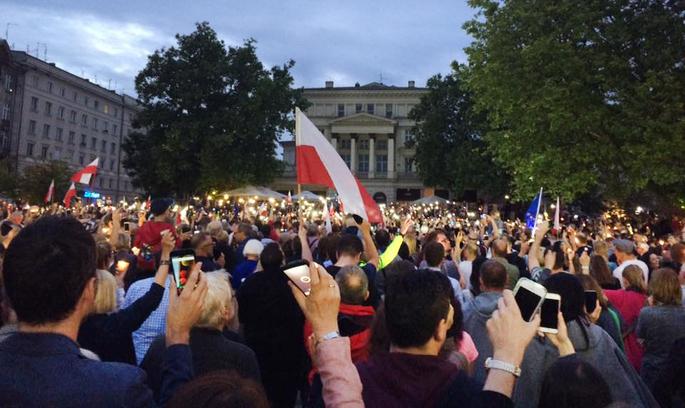 У Польщі масові протести проти судової реформи та «диктатури» Ярослава Качинського