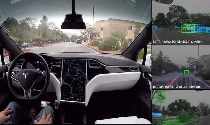 Акції Tesla впали після того, як водій повідомив про аварію за участі автопілоту