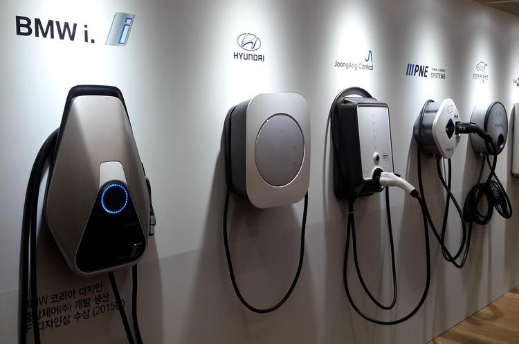 Число зарядок для електромобілів у Данії зростає непропорційно з кількістю електрокарів