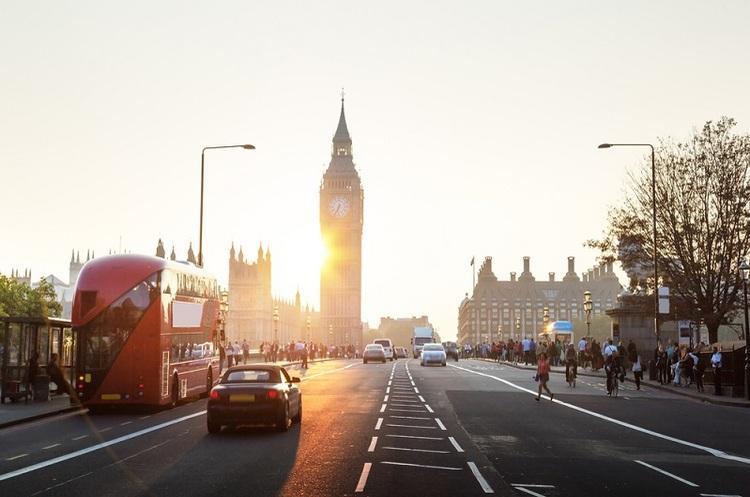 В Британії з 2040 заборонять автомобілі з дизельними та бензиновими двигунами