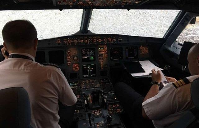 Український пілот зумів «наосліп» посадити в Стамбулі пошкоджений грозою літак (ВІДЕО)