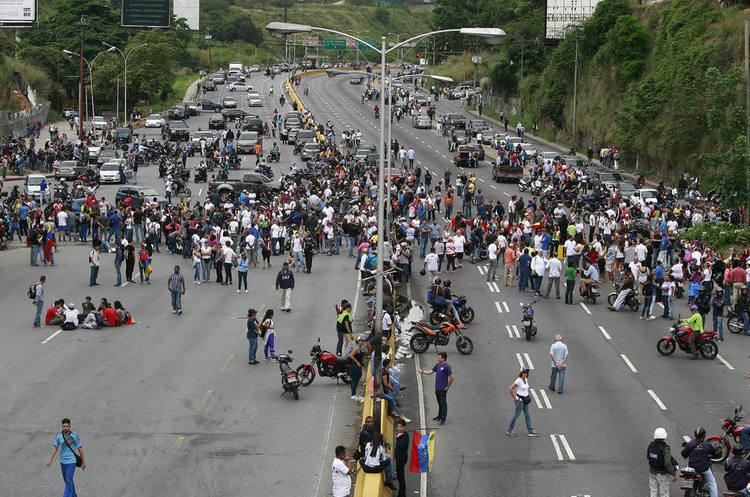 «Криваві вибори»: у день голосування у Венесуелі загинуло 16 осіб