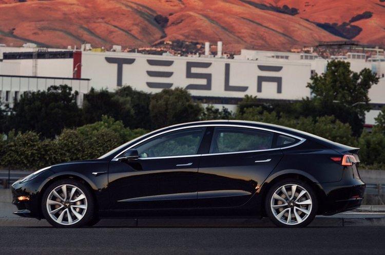 Акції Tesla впали на 3,5% після заяви Маска