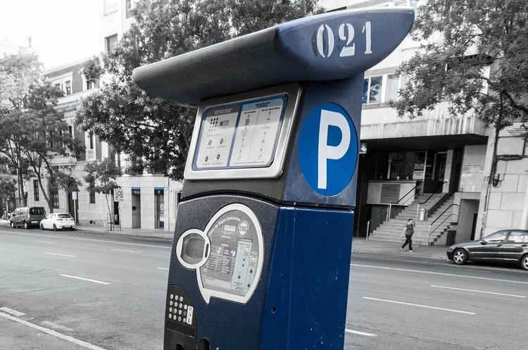 З 10 серпня Київ перейде на безготівкову оплату паркування