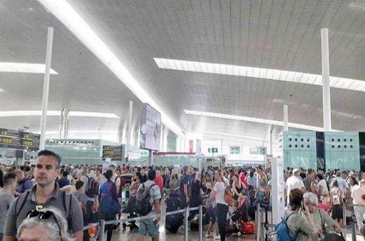 Не летіть у Барселону: в аеропортах довгі черги через страйк співробітників
